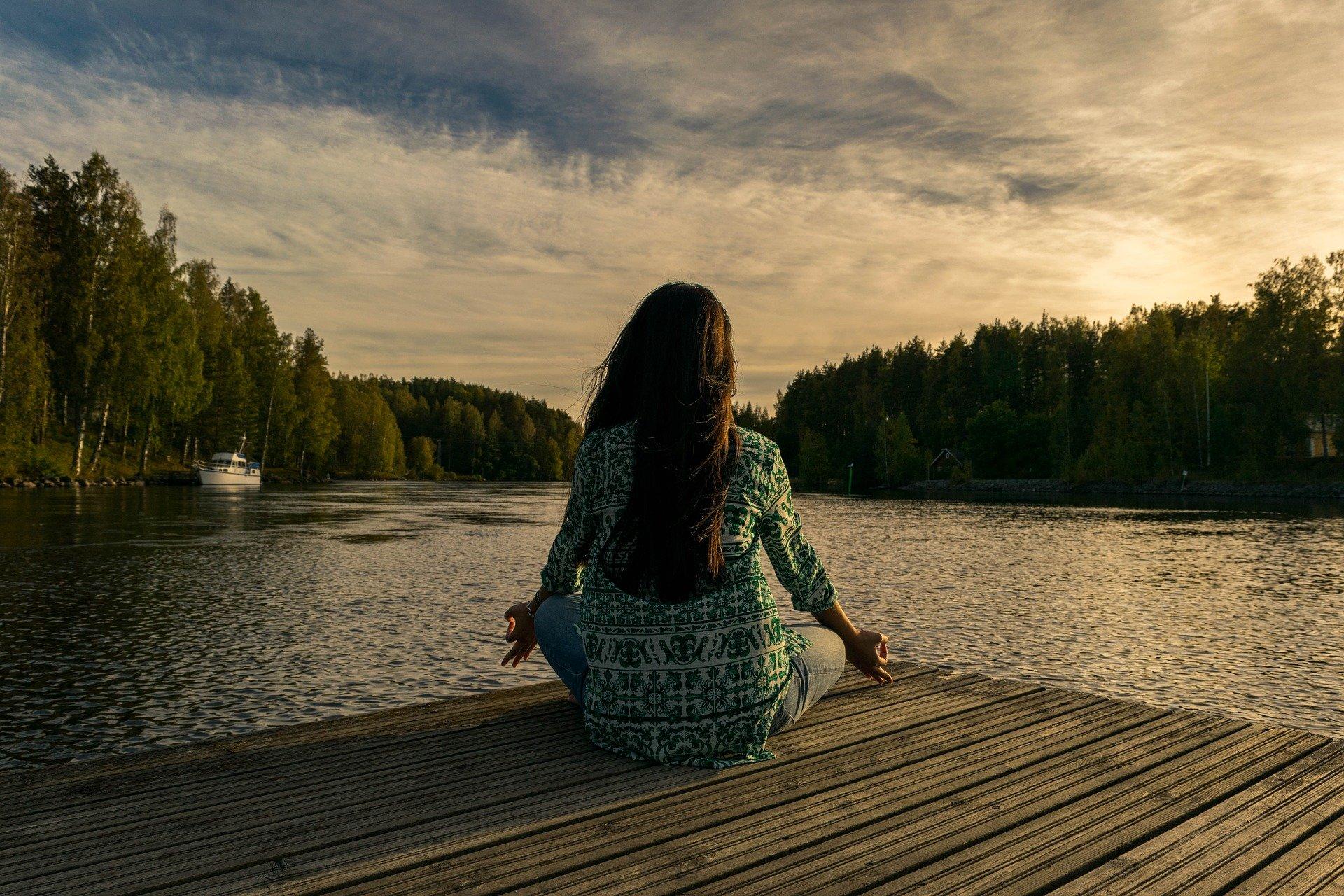 meditation au bord de l'eau